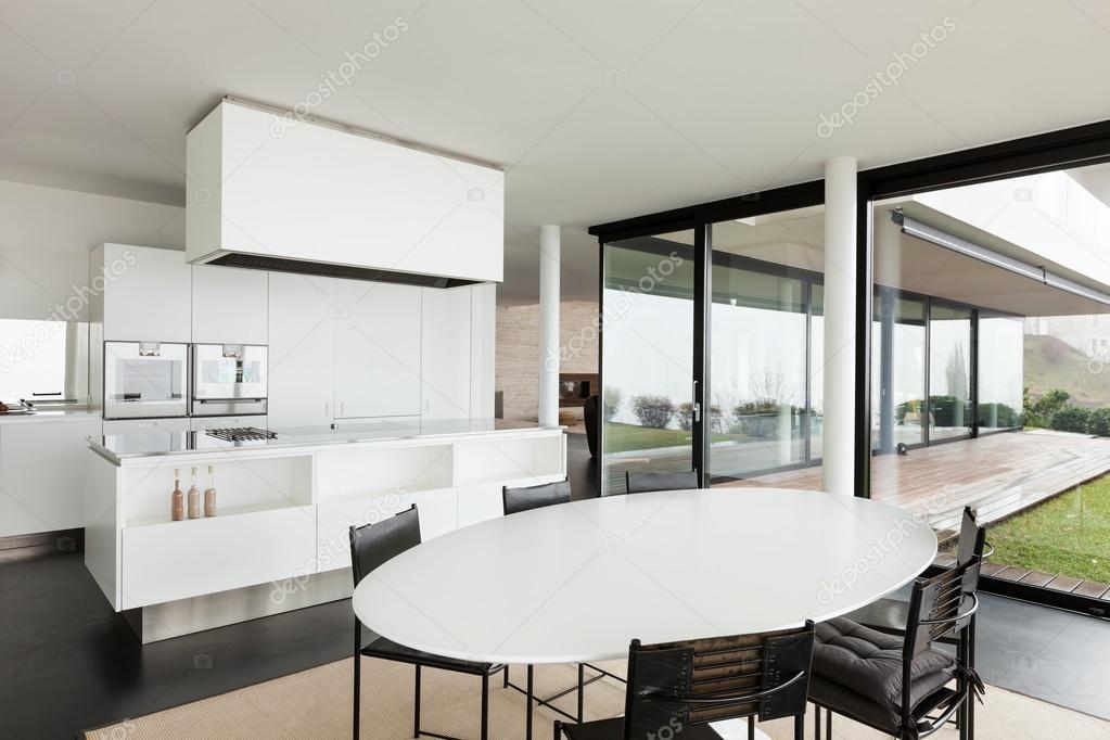 moderne Villa, Küche — Stockfoto © Zveiger #53828747