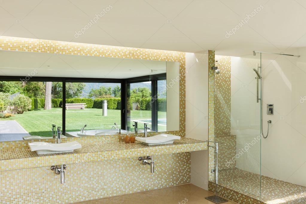 schönes Badezimmer — Stockfoto © Zveiger #57265433