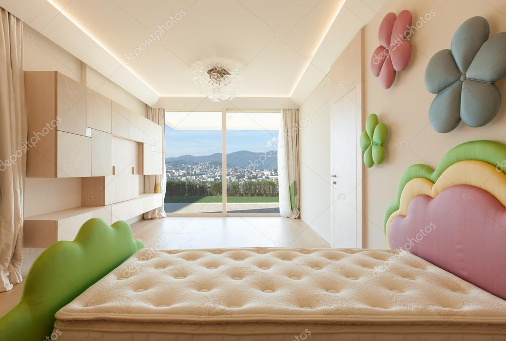 Slaapkamer Met Kunstmuur : Moderne minimale slaapkamer met gekleurde bloemen u2014 stockfoto