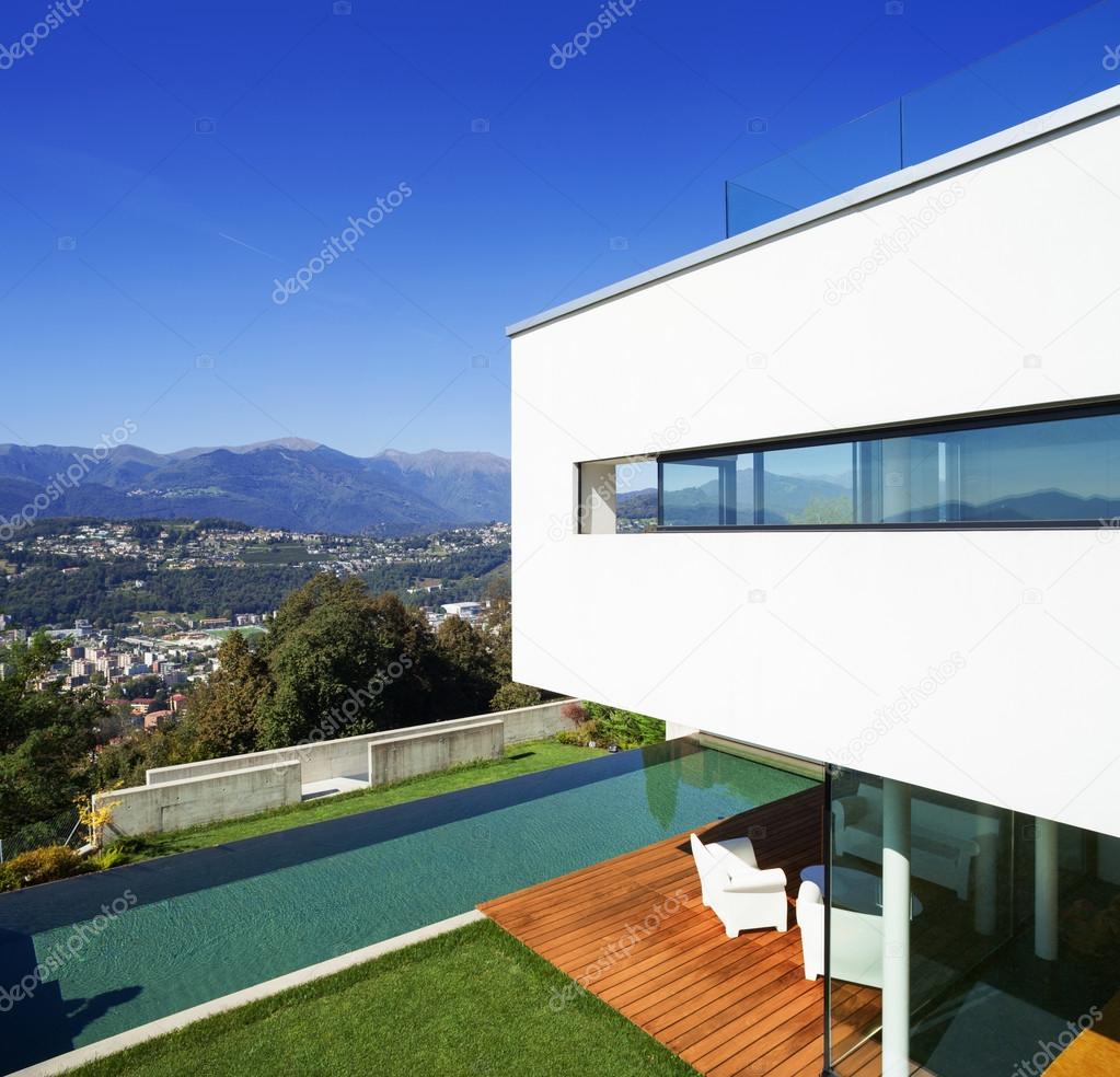 Casa moderna con piscina foto de stock zveiger 59026687 for Casa moderna piscina