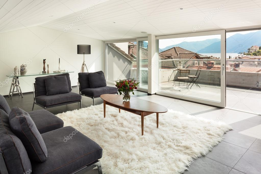 Interieur modern huis u stockfoto zveiger