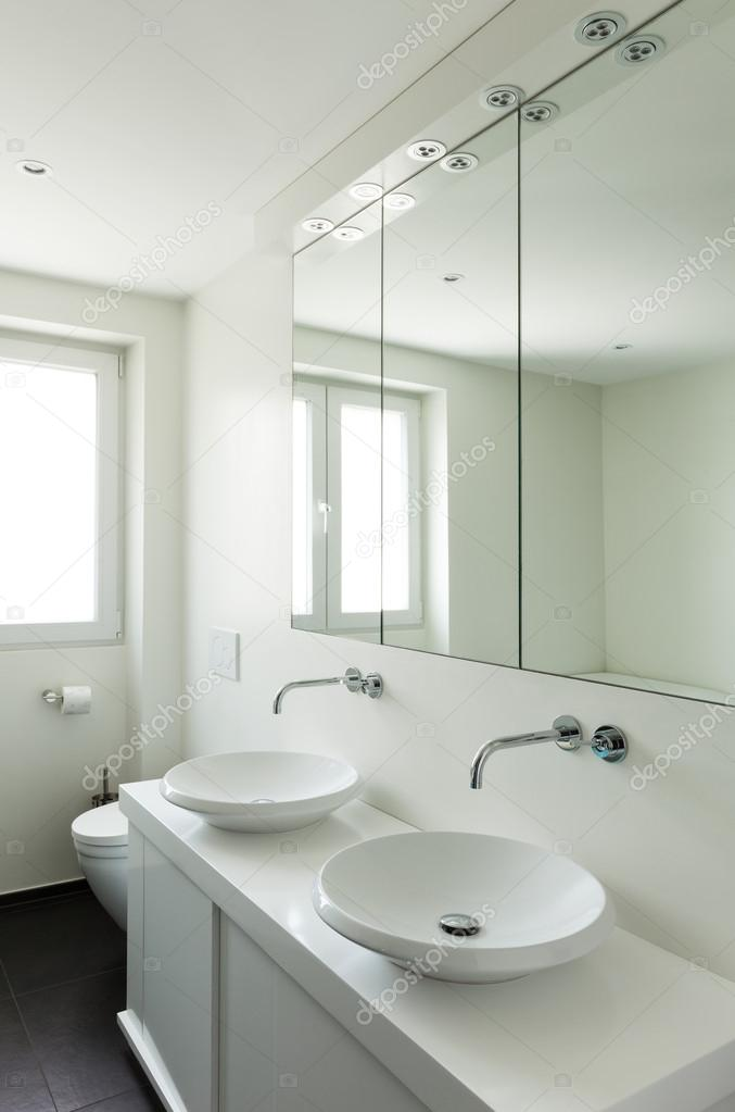 interieur modern huis, badkamer — Stockfoto © Zveiger #63045203