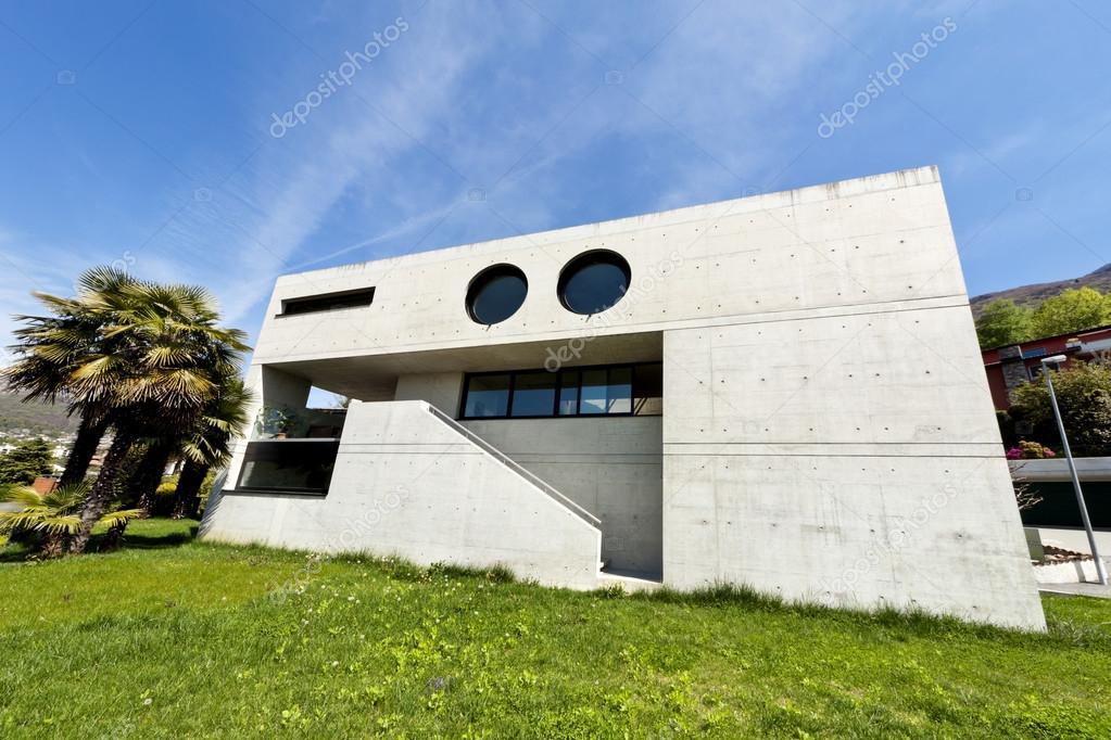 Maison moderne extérieur en beton — Photographie Zveiger © #66739415