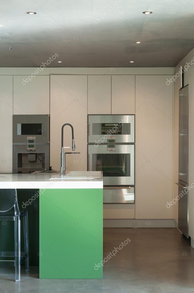 Great Modern House, Ikitchen U2014 Stock Photo