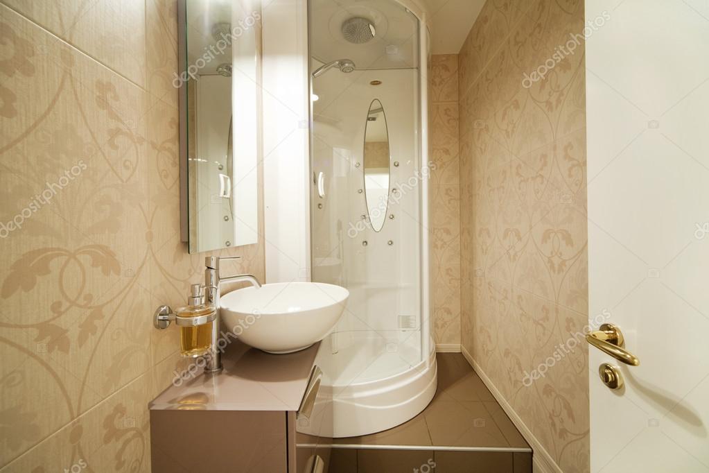 Moderne douche interieur badkamer u2014 stockfoto © zveiger #75752579