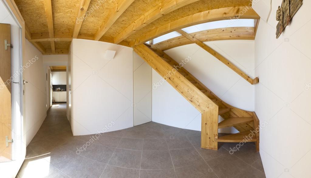 Moderne Chalet Eingang, innen — Stockfoto © Zveiger #75767637