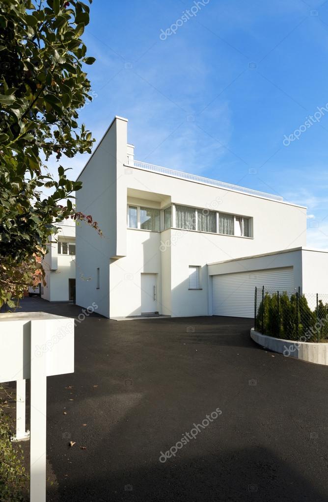 Extérieur maison moderne — Photographie Zveiger © #79860228