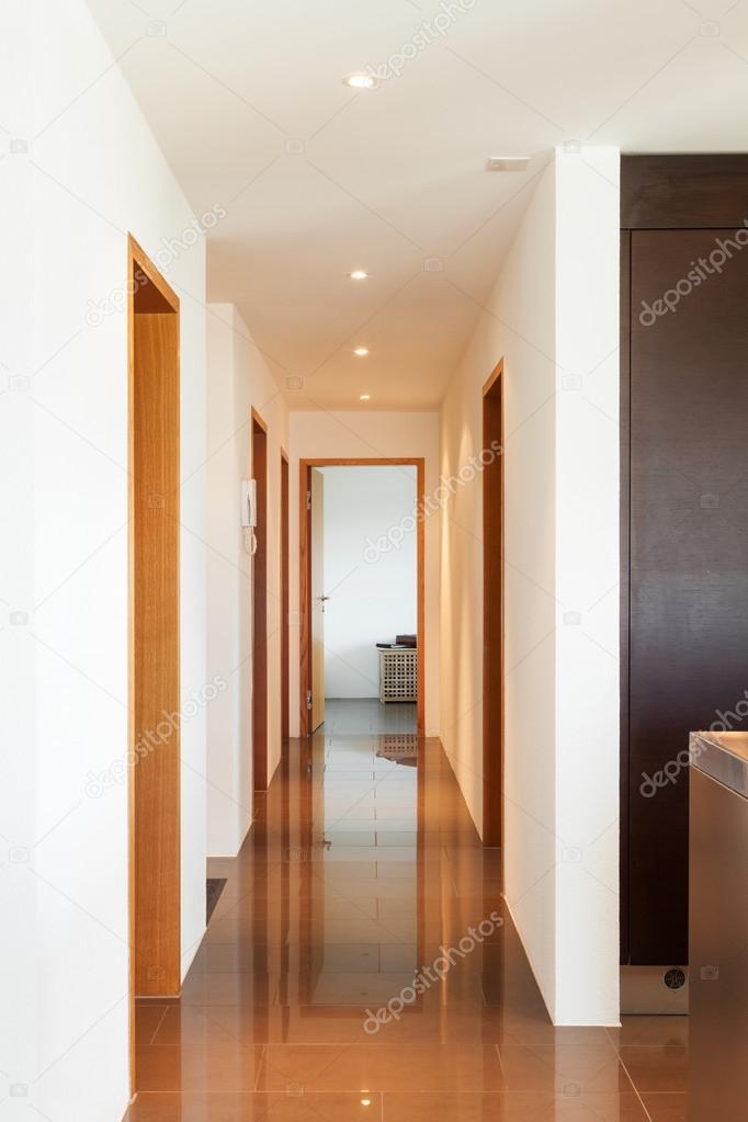 Appartement moderne, couloir — Photographie Zveiger © #81156426