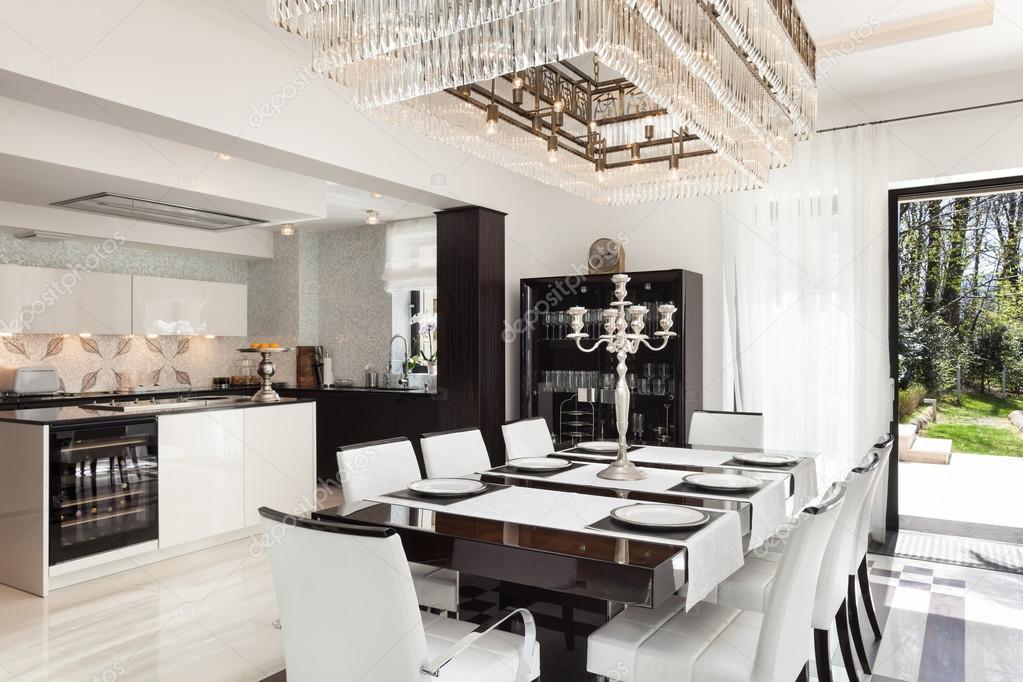 interni, Sala da pranzo di lusso — Foto Stock © Zveiger #81160838
