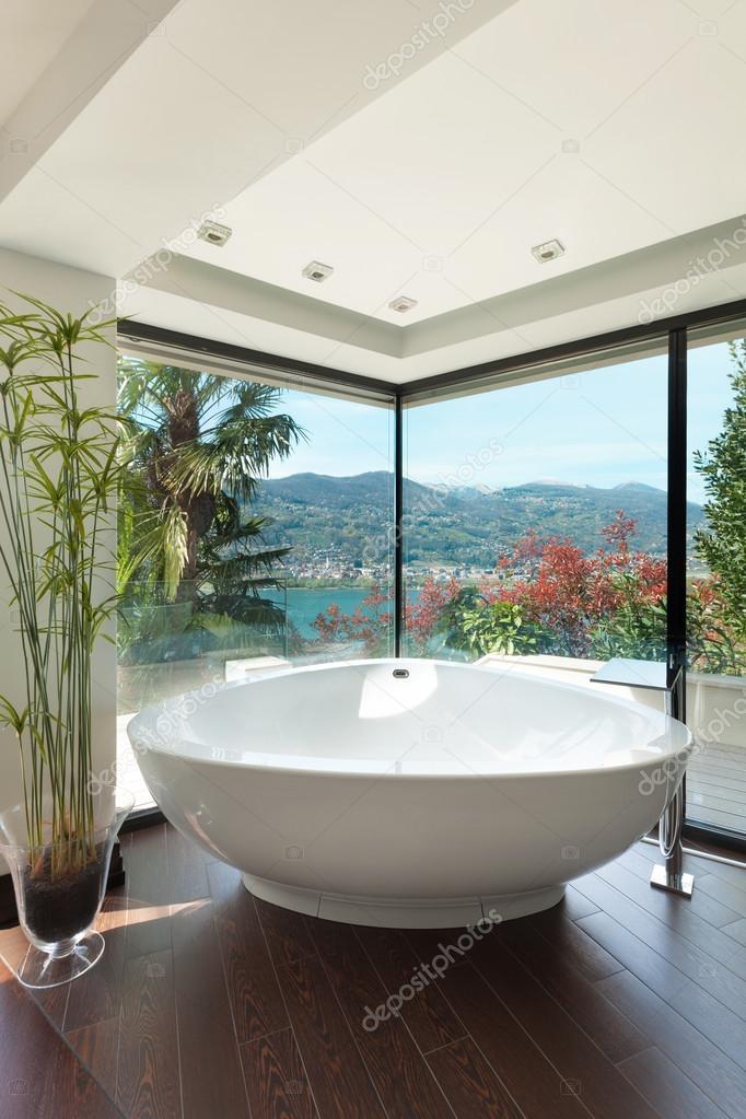Schönes Badezimmer anzeigen — Stockfoto © Zveiger #81162204