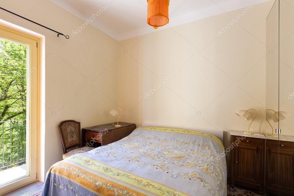 Maison, petite chambre à coucher — Photographie Zveiger ...