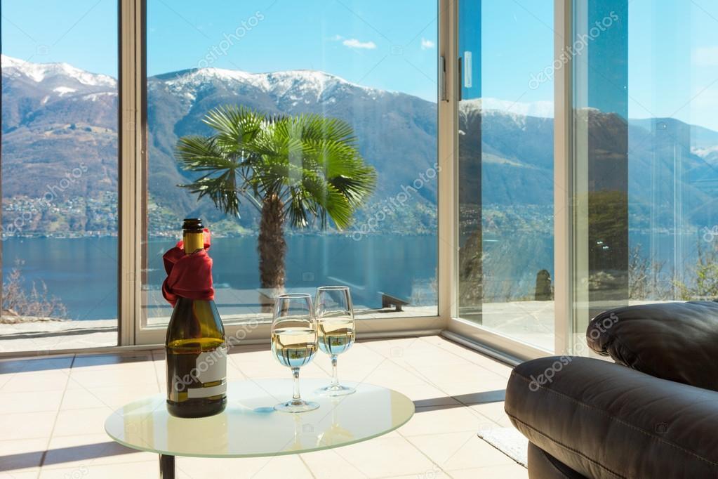 Apéro auf der Veranda, Interieur — Stockfoto © Zveiger #81575540