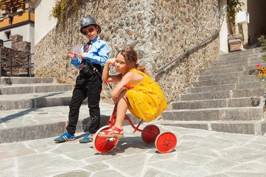 знакомство с играющими детьми