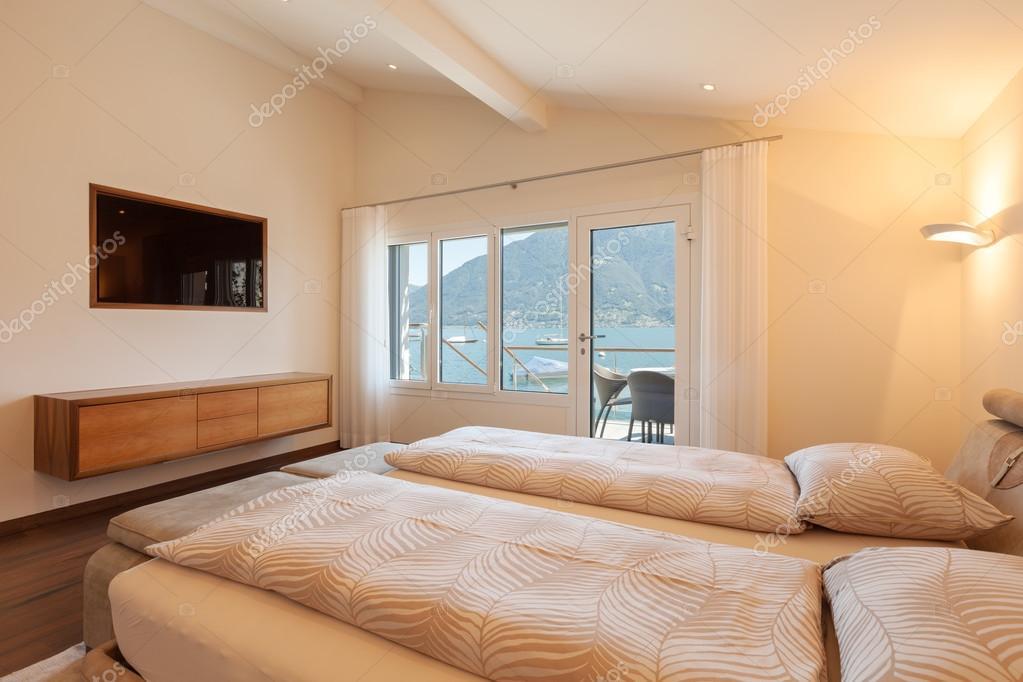 Innenarchitektur, Schlafzimmer mit TV — Stockfoto © Zveiger #83686494