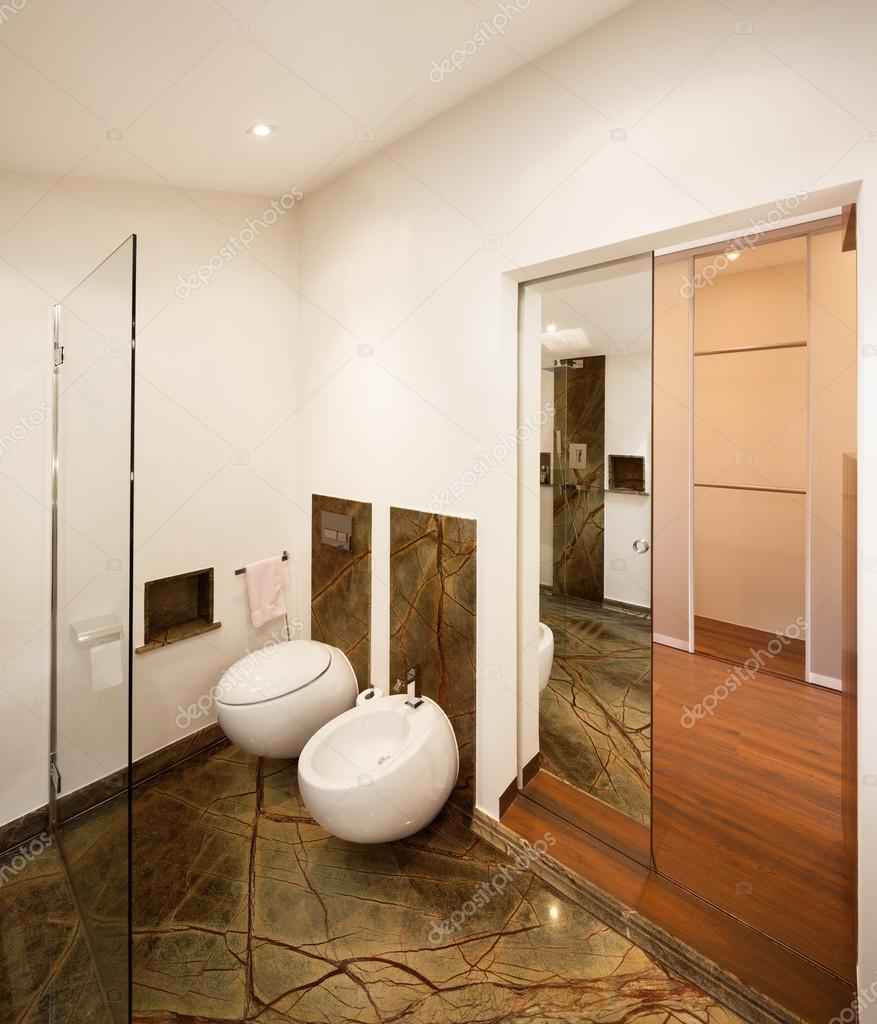 Interieur design, luxe badkamer — Stockfoto © Zveiger #83687458