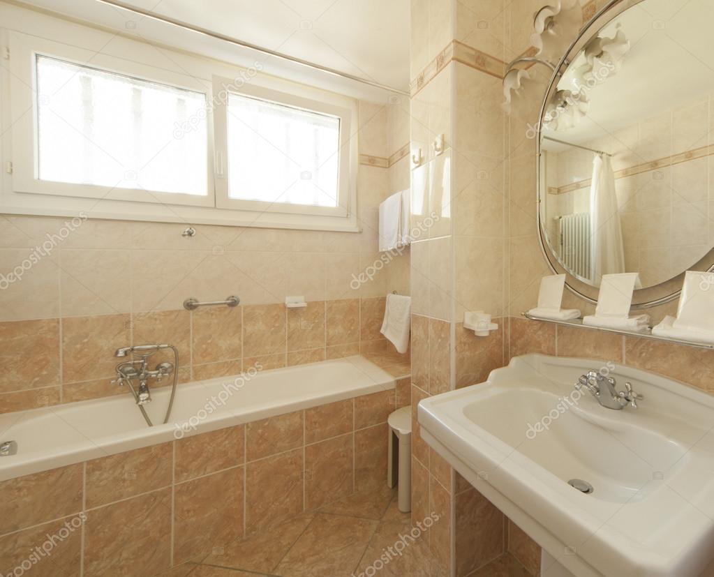 klassische Badezimmer — Stockfoto © Zveiger #83841708