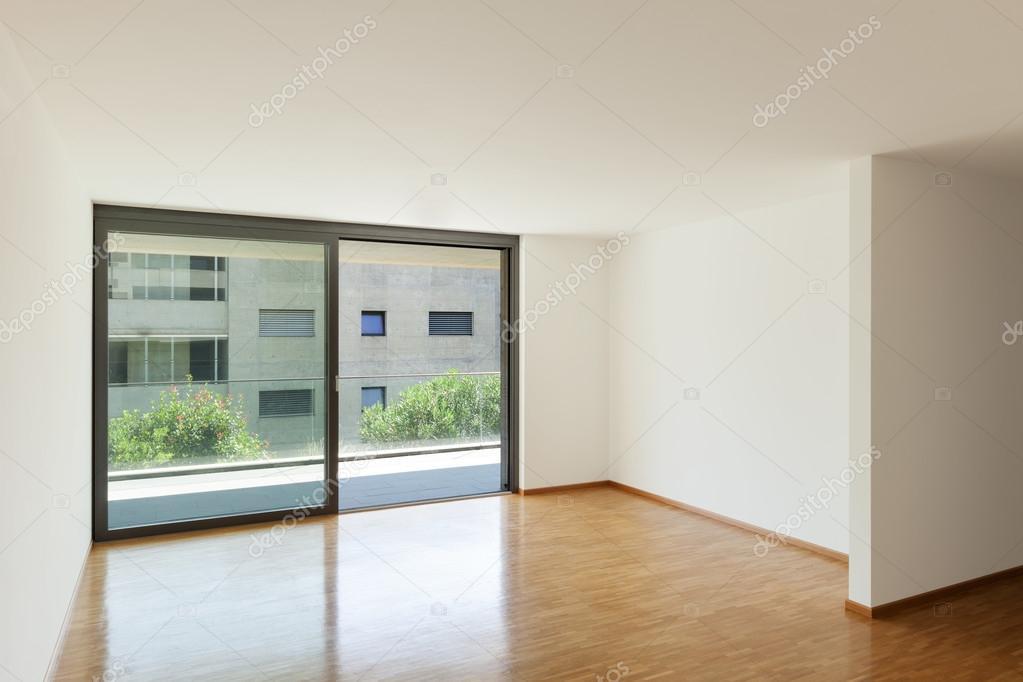 lege woonkamer met balkon — Stockfoto © Zveiger #86615988