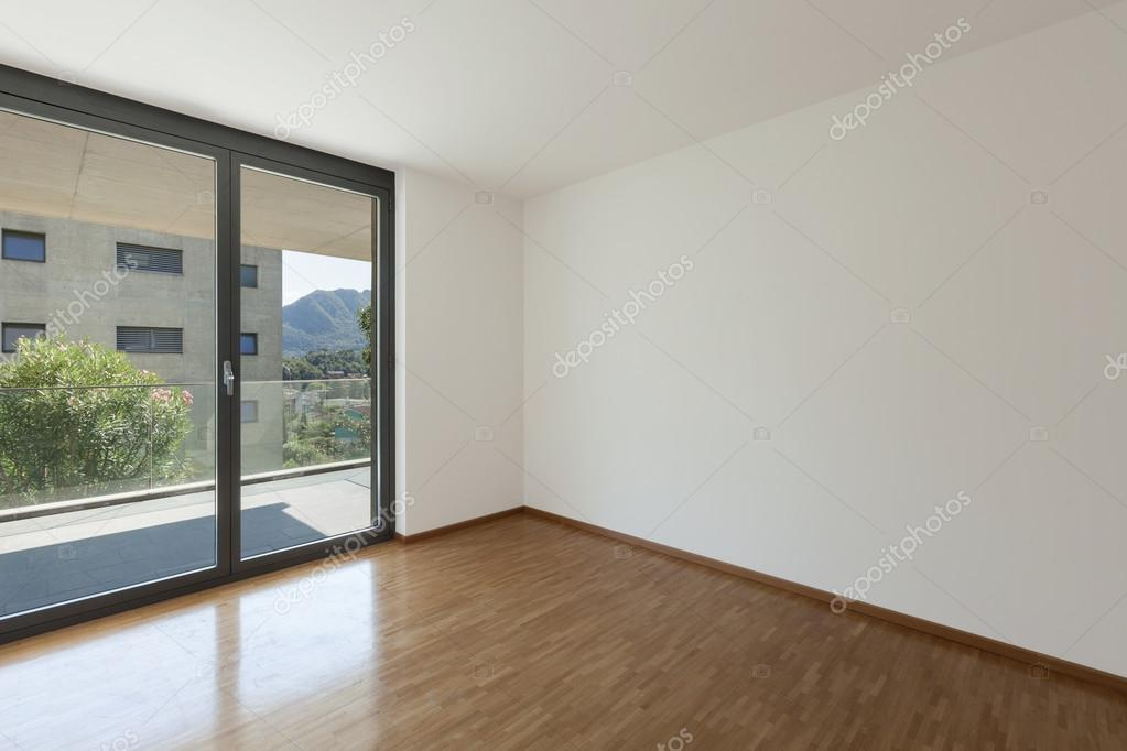 lege woonkamer met balkon — Stockfoto © Zveiger #86616424