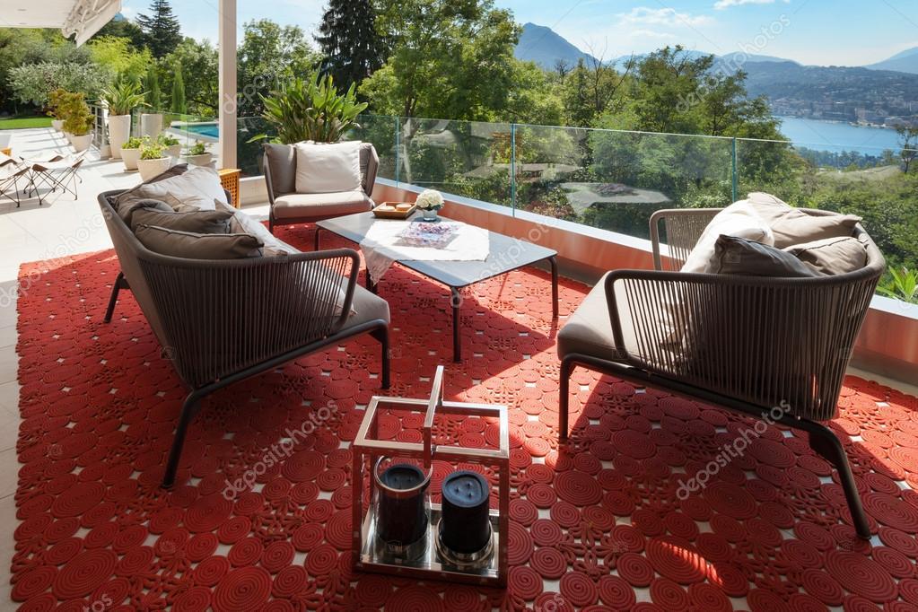 bella terrazza arredata — Foto Stock © Zveiger #88760750