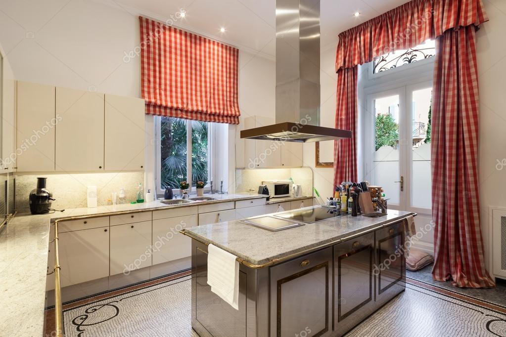 Moderne Keuken Inrichting : Inrichting ruime moderne keuken u2014 stockfoto © zveiger #89847630