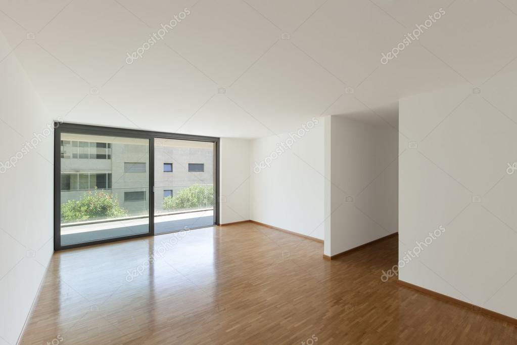 lege woonkamer met balkon — Stockfoto © Zveiger #90232538