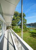 Fotografie dlouhé balkonu vily