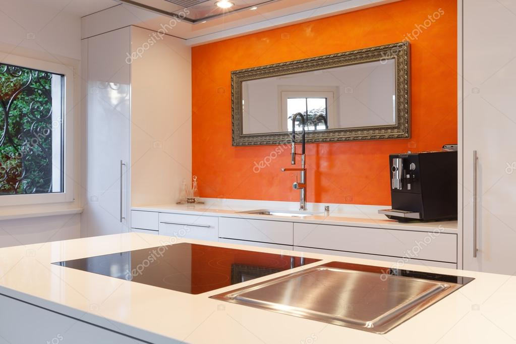 Piano cottura in cucina moderna — Foto Stock © Zveiger #95467812