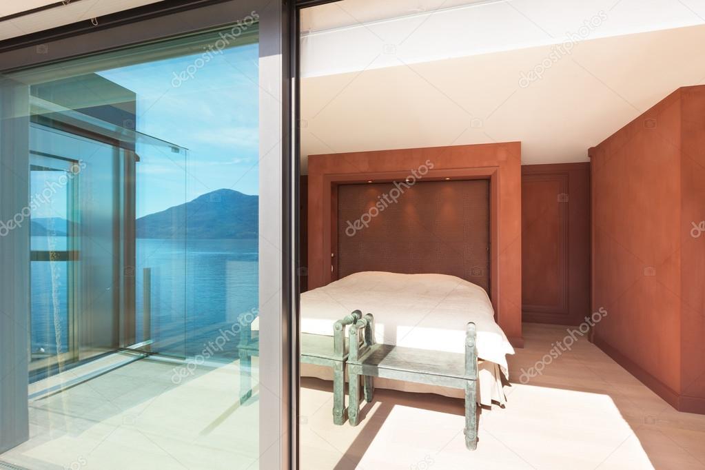 moderne Architektur, schöne Schlafzimmer — Stockfoto © Zveiger #95470020