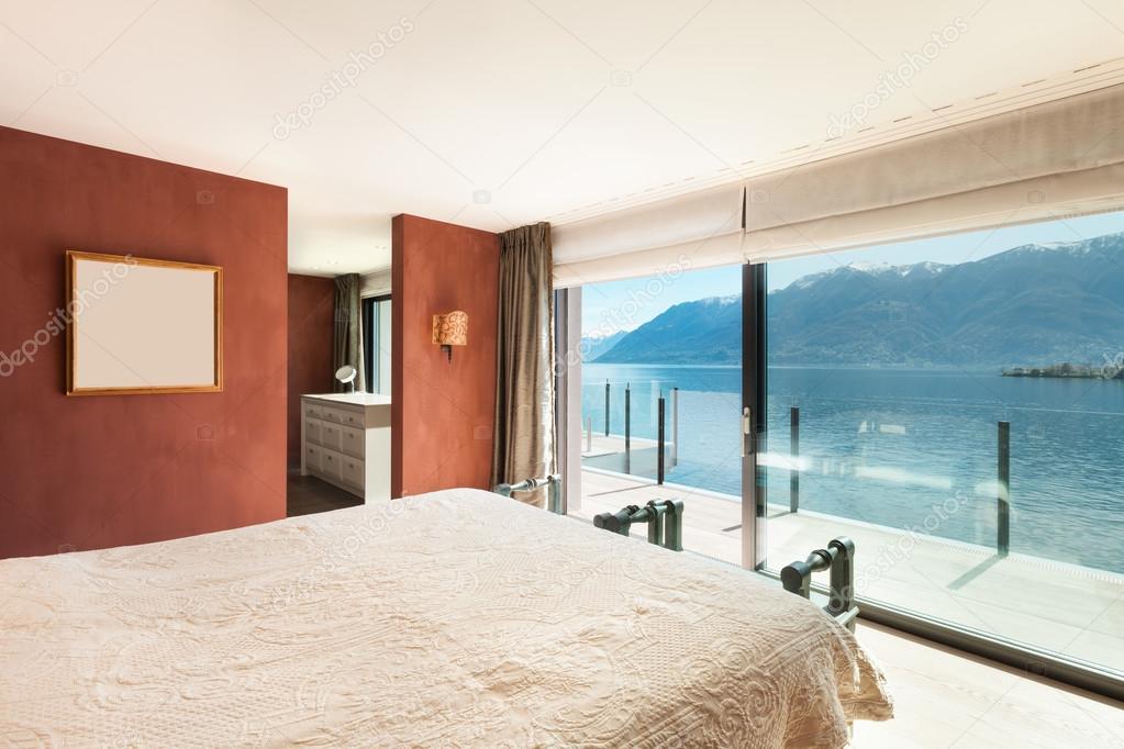Intérieur, belle chambre moderne — Photographie Zveiger © #95470236