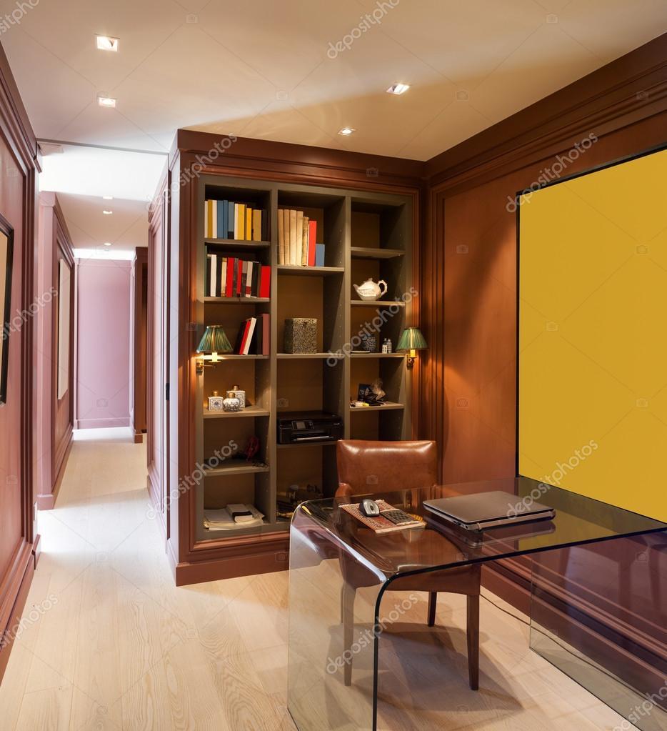Interieur, schönes Zuhause, studio — Stockfoto © Zveiger #95471080