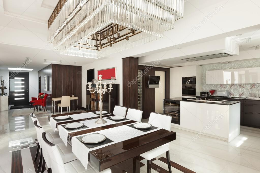 interni, Sala da pranzo di lusso — Foto Stock © Zveiger #95471750