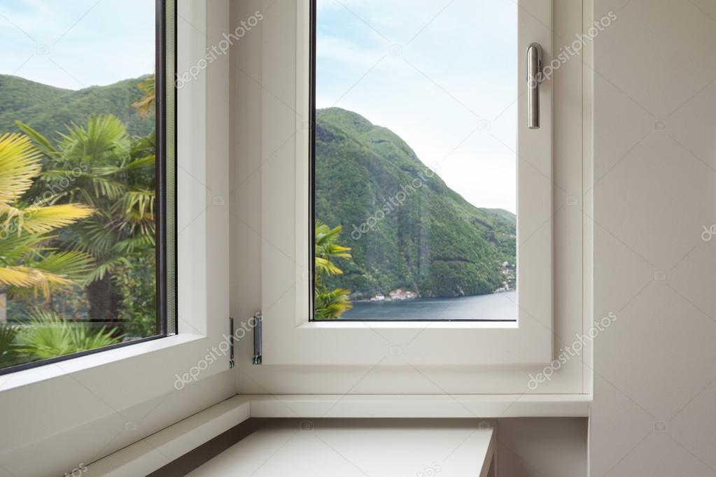 Innenraumfenster  Innenraum, Fenster mit Blick auf — Stockfoto © Zveiger #95473732