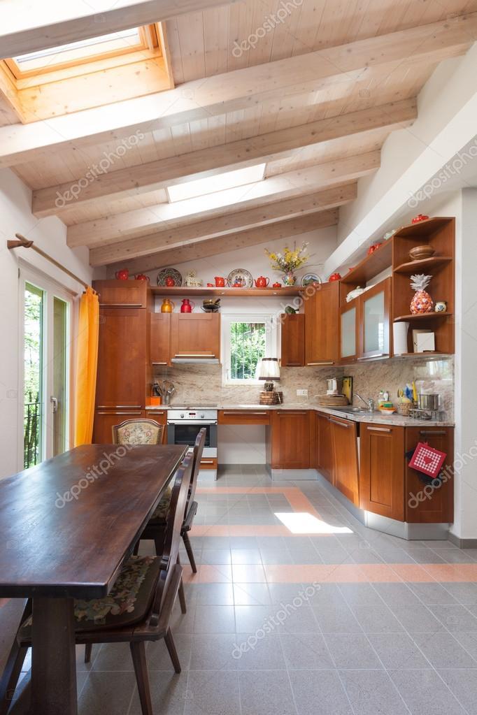 casa de campo, cocina — Foto de stock © Zveiger #95474370