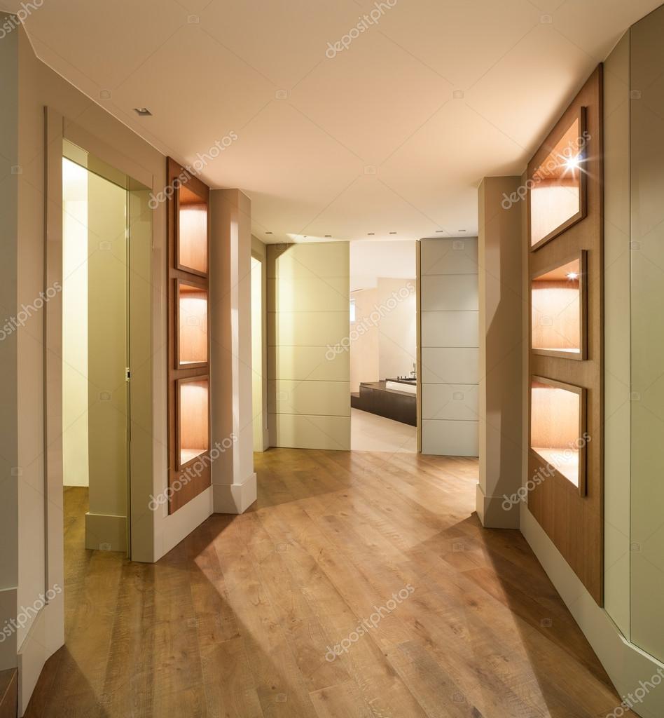 couloir d\'une maison moderne — Photographie Zveiger © #95478018