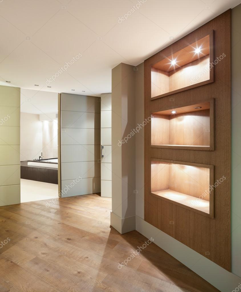 couloir d 39 une maison moderne photographie zveiger 95478028. Black Bedroom Furniture Sets. Home Design Ideas