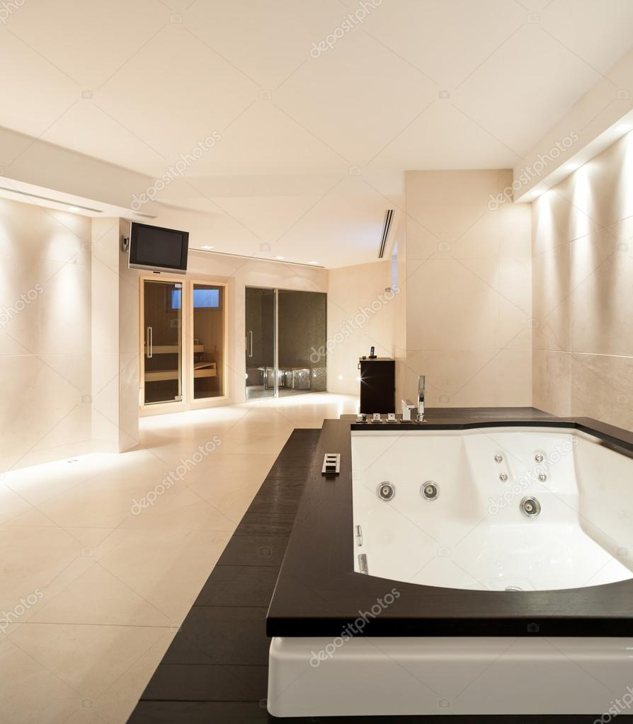 Innenraume Badezimmer Mit Jacuzzi Stockfoto C Zveiger 95478130