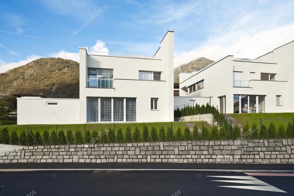 Casa bianca moderna foto stock zveiger 95478950 for Casa moderna bianca