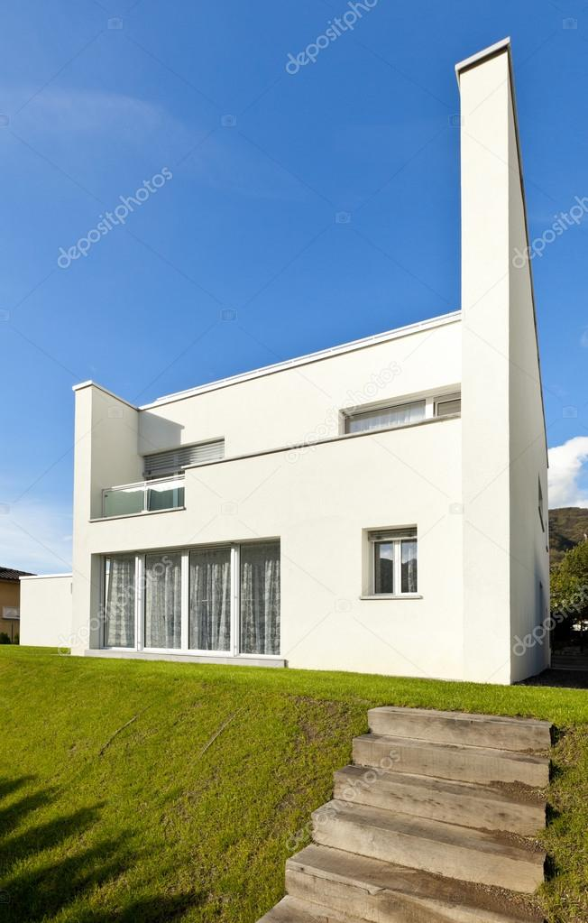 Maison Moderne Blanche, Vue Depuis Le Jardin U2014 Image De ...