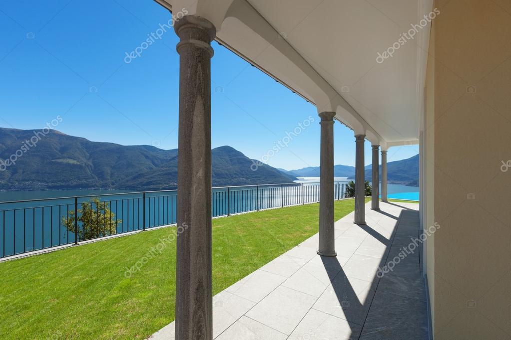 Terras van een een huis exterieur u stockfoto zveiger