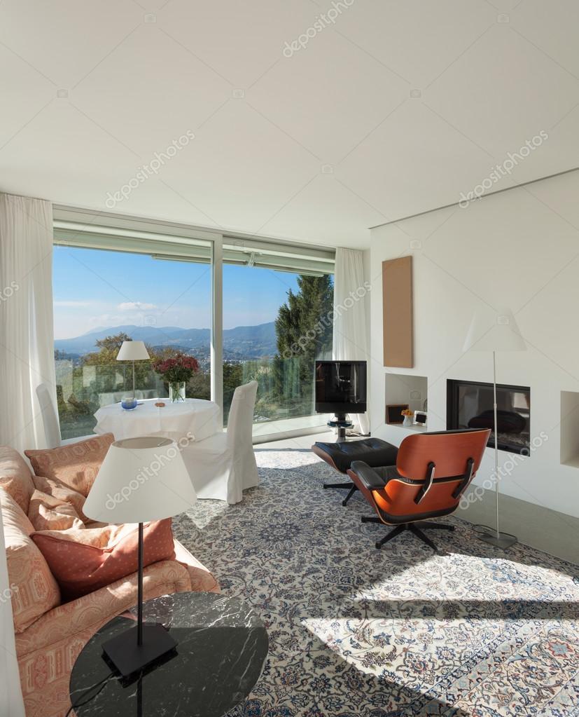 schöne Wohnzimmer — Stockfoto © Zveiger #99505410