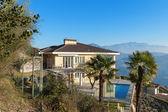 dům s bazénemσπίτι με πισίνα