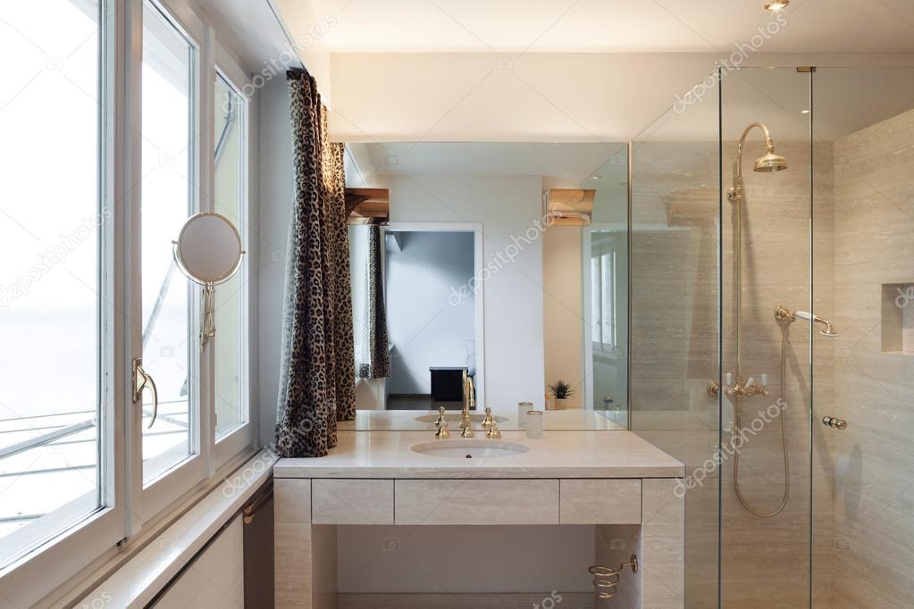 Interieur moderne badkamer u stockfoto zveiger