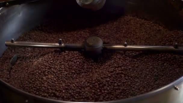 Kávé pecsenyesütő munka