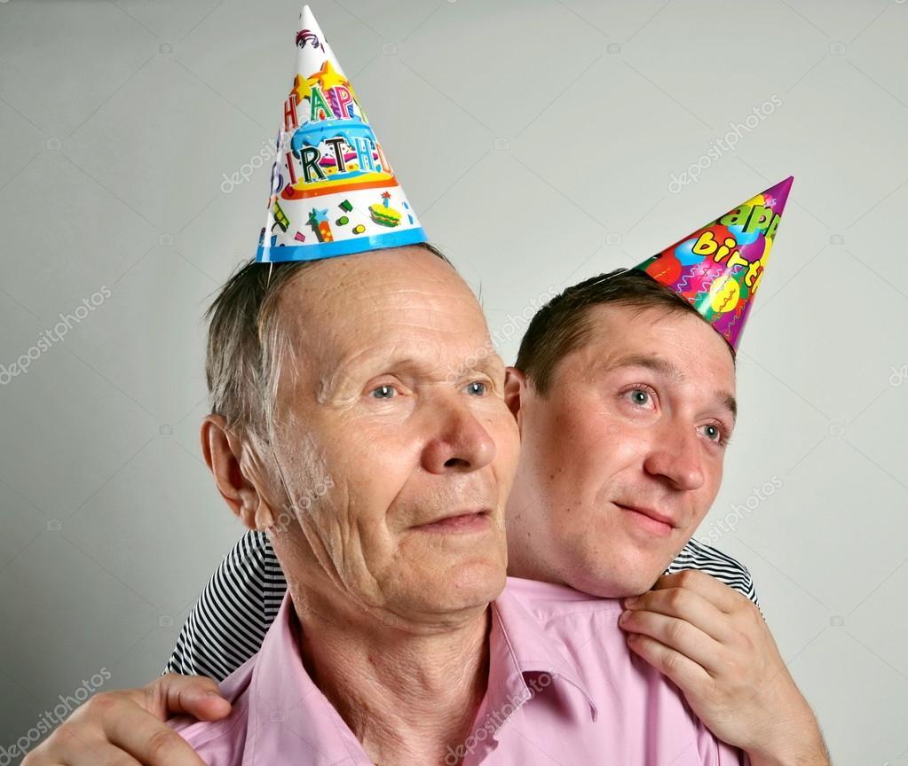Gek Jonge En Oude Man Met Een Verjaardag Hoed Portret Schieten