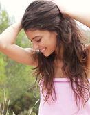 Fotografie mladá žena v přírodě