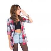 Fotografie dívka křičí nad izolované bílé pozadí