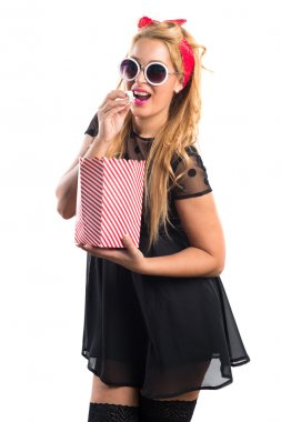 Pin-up girl eating popcorns