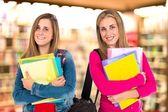 Studentské ženy nad izolované bílé pozadí