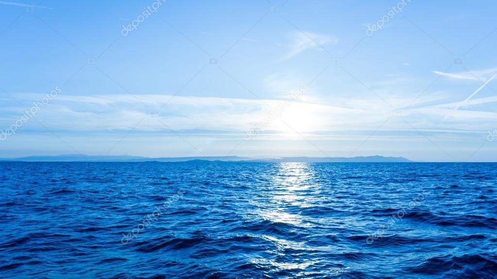 Fondos De Pantalla Del Mar: Salida Del Sol. Atardecer En El Mar. Fondo De Pantalla