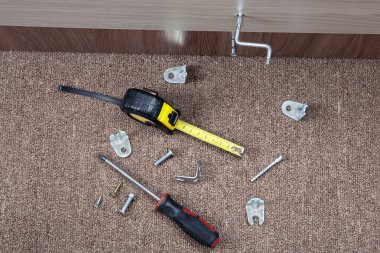 Metal fittings, clamps and hand tools for installing furniture.